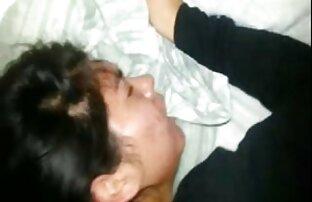 Ibu memberikan krim pijat kaki untuk 18 tahun Amatir di Kiev kumpulan cerita gay romantis