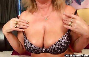 Antusiasme Kendra jatuh contoh cerpen terbagus di punggungnya ketika mulutnya di atas payudaranya