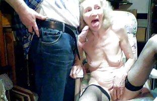 Wanita gemuk cerpen raditya dika itu memegang pipa.
